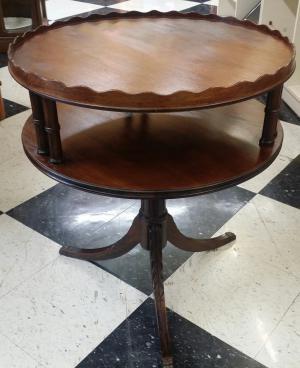 Superbe Older Vintage Round Table